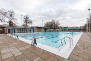 Swim at london fields open air pool friends of jesus green pool for Jesus green swimming pool cambridge